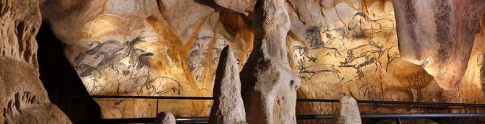 Caverne du Pont d\'Arc - vue-d-ensemble-panneau-des-chevaux©Patrick Aventurier.JPG